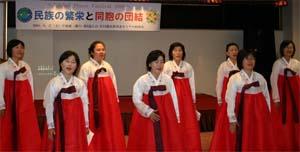 コーラスを披露する韓国婦人会たち