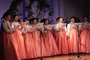 韓国婦人達による「統一の歌」