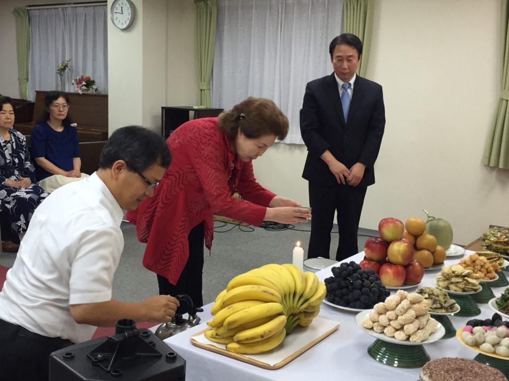 徐春子第9連合会会長が祭礼を捧げる