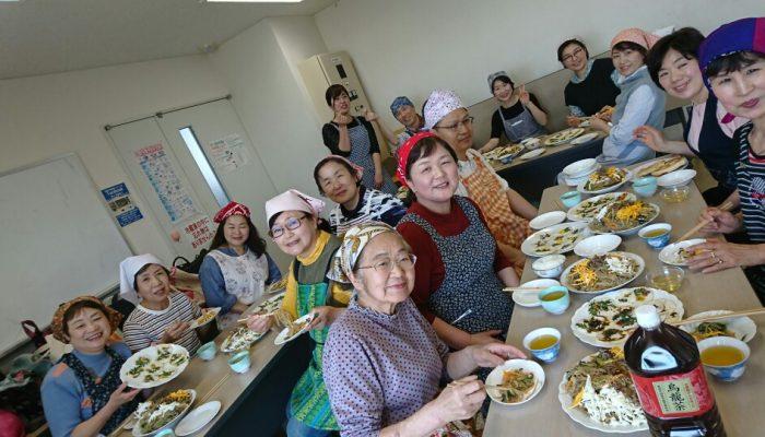 春の料理と参加者たち