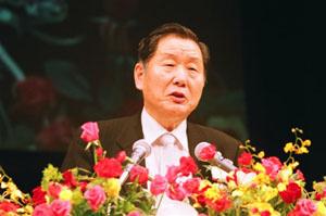激励の辞を語られる鄭時東中央本部会長