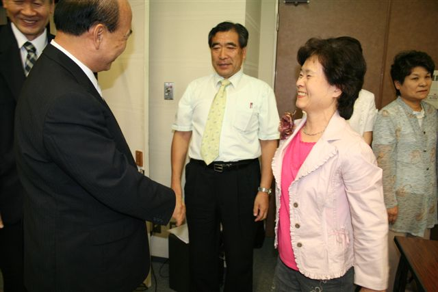 岡山県副会長ご夫妻と握手