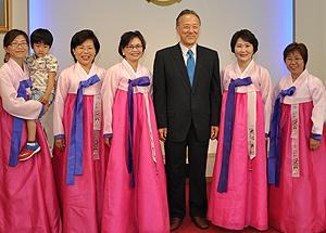 韓国婦人たちと