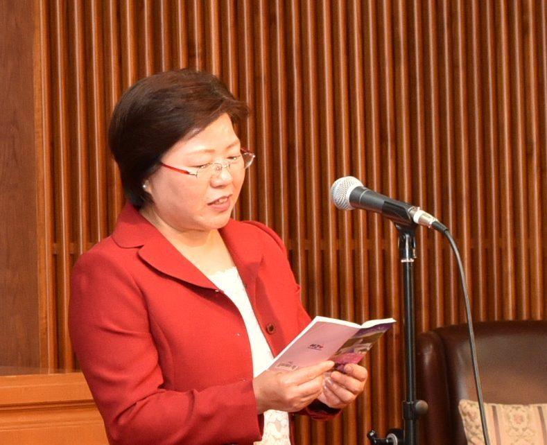 決意表明する洪婦人会長(北日本)